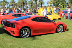 Rote Herausforderung Ferraris F360 stradale Seite Lizenzfreies Stockfoto