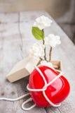 Rote Herzen und Blumen Stockbilder