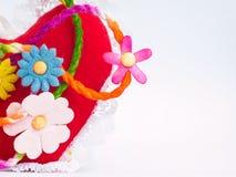Rote Herzen und Blumen Lizenzfreie Stockfotos