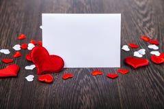 Rote Herzen und Karte Lizenzfreie Stockbilder