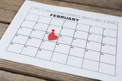 Rote Herzform setzte am 14. Februar Datum des Kalenders Stockfoto