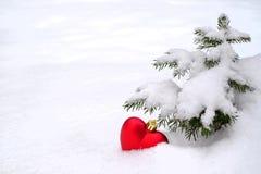 Rote Herzspielzeug Weihnachtsbäume Stockfotografie