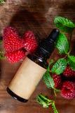 Rote Himbeersamen-?l Rein, nat?rlich Aromatherapie, Massage-Basis?l, Lichtschutz lizenzfreies stockbild