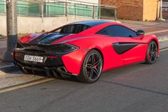 Rote hintere Ansicht McLaren 570S stockfotos