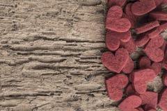 Rote Innere auf hölzernem Hintergrund Lizenzfreies Stockfoto