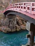 Rote japanische Brücke Lizenzfreies Stockfoto