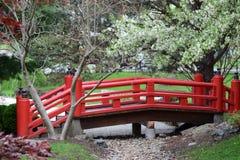 Rote japanische Brücke Stockbilder