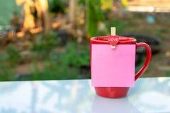 Rote Kaffeetasse lizenzfreie stockfotos