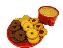 Rote Kaffeetasse und Plätzchen Stockfotografie