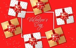 Rote Karte des Valentinstags mit Geschenkboxen Vektor realistisch Feiern Sie Liebeskarte r stock abbildung