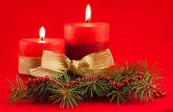 Rote Kerze mit Weihnachtsbaum Lizenzfreies Stockfoto