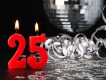 Rote Kerzen Nr zeigend 25 Stockfoto