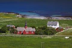 Rote Kirche auf Lofoten Stockfotos