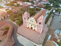 Rote Kirche in Nicaragua Stockfotografie