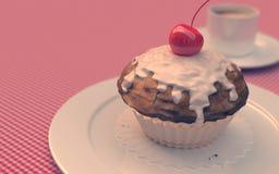 Rote Kirschkleine kuchen, Muffins, Weinleseblick Lizenzfreies Stockbild