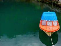 Rote kleine Yacht Lizenzfreie Stockbilder