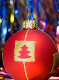 Rote Kugel von Weihnachten Lizenzfreie Stockbilder