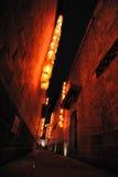 Rote Laternen in einem Hutong Lizenzfreies Stockfoto