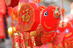 Rote Laternen, rote Kracher, roter Pfeffer, Rot jeder, roter chinesischer Knoten, rotes Paket Das Frühlingsfest kommt Stockfoto