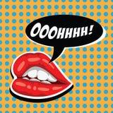 Rote Lippen der Frau und komische Spracheblase Weiblicher Mund mit Spracheblase Attraktive Mädchenlippen und offener Mund amerika Stockfotografie