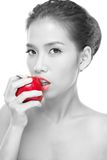 Rote Lippen, roter Apfel Stockfotografie