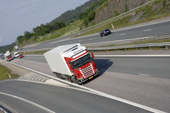 Rote LKW-Anlieferung Stockfotografie