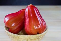 Rote Malabaräpfel Stockfoto