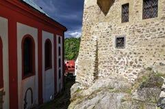 Rote Malerei für die Säulen lizenzfreies stockbild
