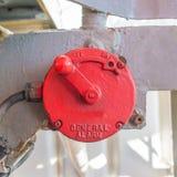 Rote manuelle allgemeine Warnung der Weinlese in der Ölplattform Lizenzfreies Stockbild