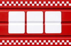 rote Metallplatte mit drei weißen Rechtecken für Symbole Stockfoto