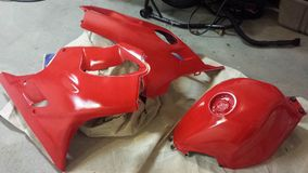 Rote Motorradteile lizenzfreies stockfoto