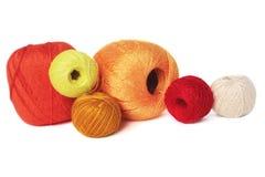 Rote und orange Bälle des Fadens Stockbild