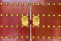 Rote Palasttür Lizenzfreies Stockfoto