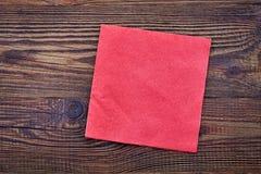 Rote Papierserviette, Draufsicht Stockbild