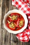 Rote Pfeffer angefüllt mit dem Fleisch, dem Reis und dem Gemüse Stockfoto