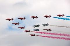 Rote Pfeile Royal Air Forces, die in Bildung mit den Führern von Bildungen fliegen, teams das Breitlings-Jetteam, Frecce Tricolor Stockbilder