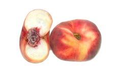 Rote Pfirsiche lokalisiert auf weißem Hintergrund Stockfoto