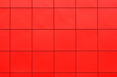 Rote Plastikabstellgleiswand stockfotografie