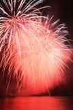 Rote Pompomfeuerwerke Lizenzfreie Stockbilder