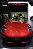 Rote Porsche911 Carrera Cabrioletfrontseite Lizenzfreie Stockfotos