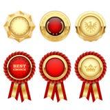 Rote Preisrosetten und Goldheraldische Medaillen Stockbild