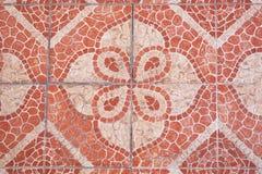 Rote quadratische Pflasterungsfliesen lokalisiert, Draufsicht Bürgersteigspflasterungsmuster stockfoto