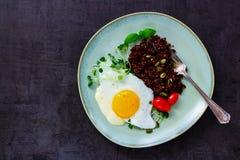 Rote Quinoa für Abendessen Stockfotos