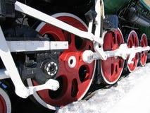 Rote Räder der alten Lokomotive Stockfoto