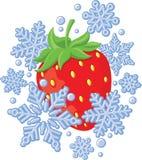 Rote reife Erdbeere eingefroren unter Schneeflocken Stockfotografie