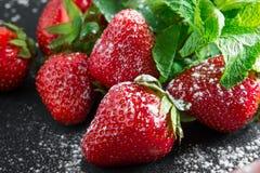 Rote reife Erdbeeren Stockbilder