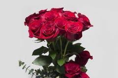 Rote Rosen-Blumenstrauß Lizenzfreie Stockfotos