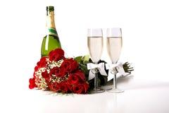 Rote Rosen und Champagne Lizenzfreie Stockfotos