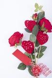 Rote Rosen und rote Herzen Lizenzfreies Stockbild