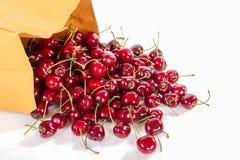 Rote saftige cheries Superfrucht, Hochenergieantioxidansnahrung, Gesundheitszusatzsaftige rote Mittelmeerkirschen an lokalisiert stockfotografie